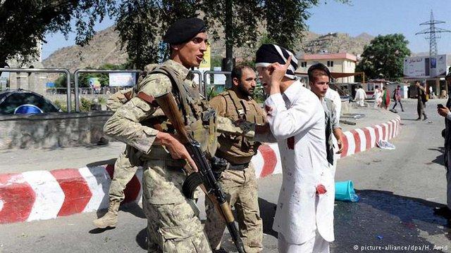 Терористи-смертники підірвали себе в натовпі на мітингу у Кабулі
