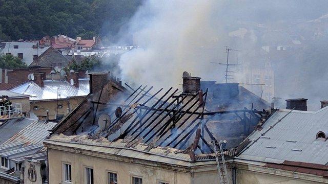 Внаслідок пожежі на вул. Шота Руставелі згорів дах житлового будинку