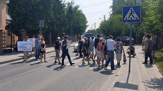 Львів'яни перекрили дорогу на знак протесту проти скандального будівництва на Варшавській