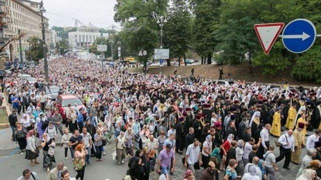 В учасників хресної ходи в Києві вилучили кілька ножів та провокаційні плакати