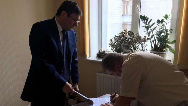 Луценко вручив підозру судді Вищого господарського суду Віктору Швецю