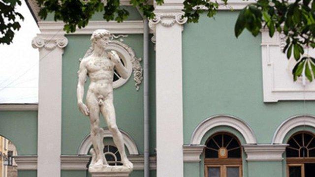 У РФ одягнуть копію скульптури Мікеланджело