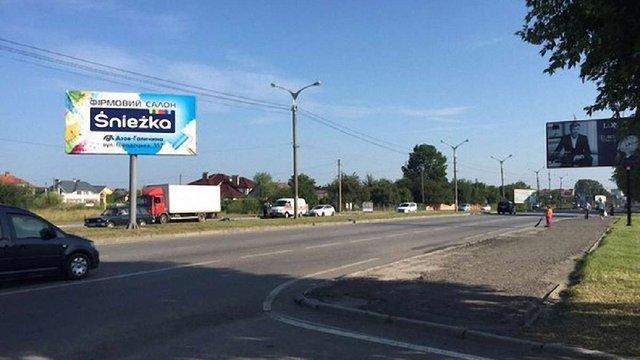 На виїзді зі Львова вантажівка збила насмерть жінку
