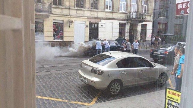 На вул. Городоцькій у Львові загорілося авто
