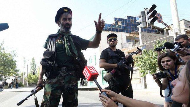 У Єревані біля захопленого відділку поліції снайпер застрелив поліцейського