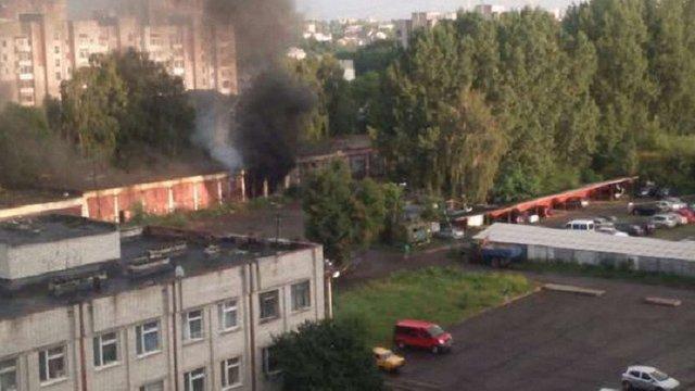 У покинутих гаражах у Львові загорілося сміття