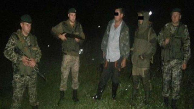 Біля кордону з Польщею прикордонники затримали мисливців зі зброєю