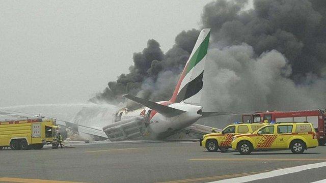 В аеропорту Дубая під час посадки загорівся літак