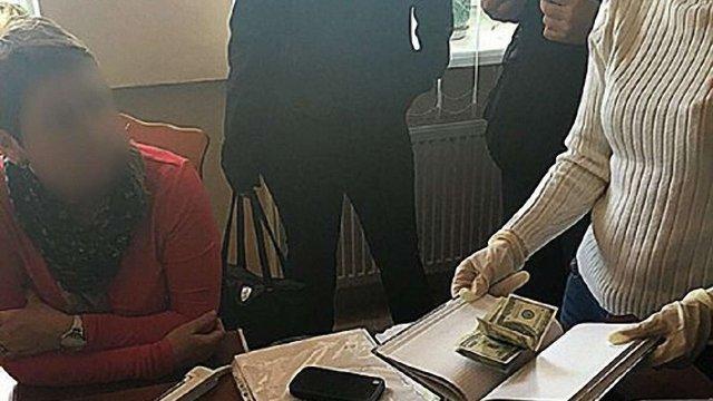 Затриману на хабарі начальницю відділу Жовківської податкової оштрафували на ₴17 тис.