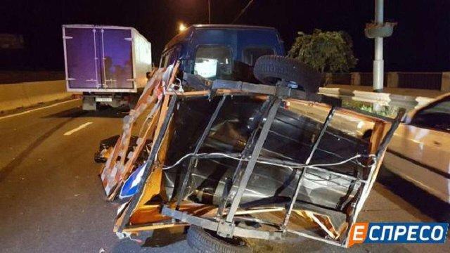 В Києві п'яний водій вантажівки смертельно травмував дорожного працівника на робочому місці