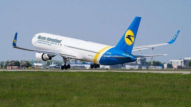 Під час злету з львівського аеропорту у літака МАУ заклинило колесо шасі