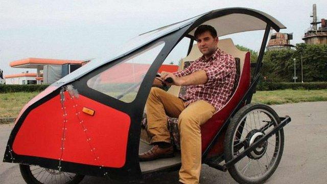 Мешканець Івано-Франківська вісім років їздить на саморобному електромобілі