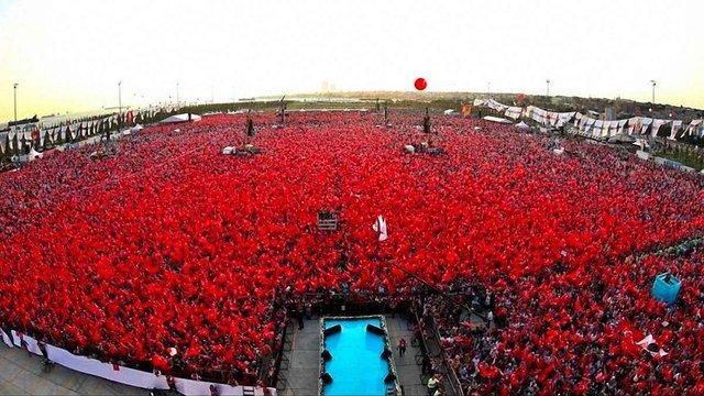 У Стамбулі сотні тисяч людей зібралися на мітинг протесту проти державного перевороту