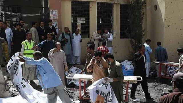 Внаслідок вибуху в лікарні на північному заході Пакистану загинули близько 50 людей