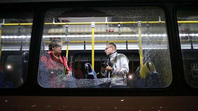 У Ріо-де-Жанейро невідомі закидали камінням автобус із журналістами