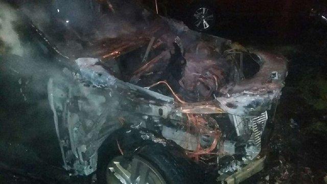 Вночі у Львові згоріли два автомобілі марки Mercedes