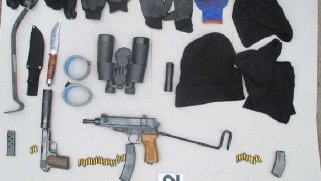 На Львівщині затримали двох іноземців з арсеналом зброї