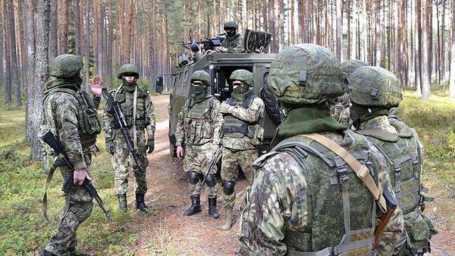 Біля адмінкордону з окупованим Кримом російські війська розгорнулися в бойові порядки