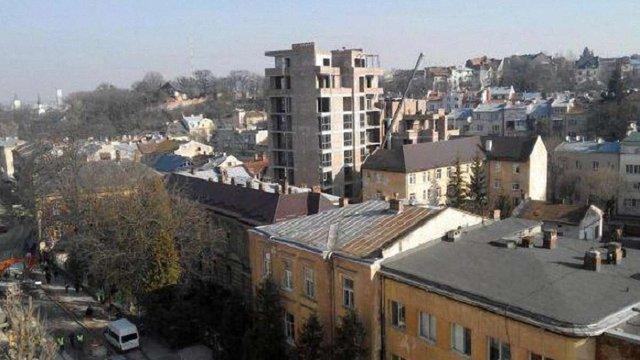 Прокуратура вимагає скасувати право власності на багатоповерхівку у Львові
