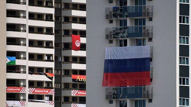 В олімпійському селищі Ріо-де-Жанейро невідомі позривали прапори Росії