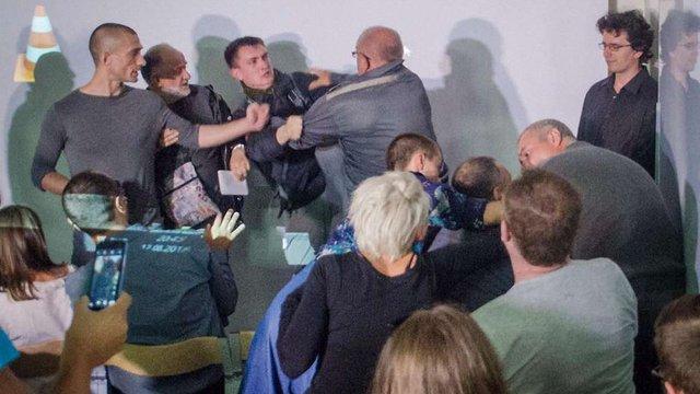В Одесі лекція російського художника Павленського завершилася різаниною