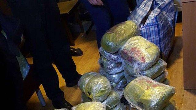 На залізничному вокзалі в Києві у чоловіка виявили 120 кг наркотиків