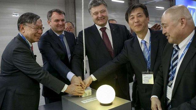 Петро Порошенко закладе капсулу у будівництво нового заводу Nexans на Львівщині