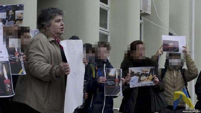 Українській активістці в Криму вручили підписку про невиїзд