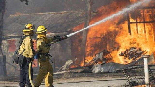 У Каліфорнії згоріли майже 200 будинків