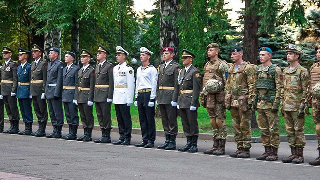На параді у День Незалежності військові продемонструють нові зразки форми