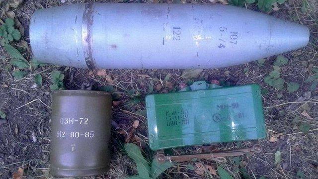 Біля Широкиного СБУ виявила схованку бойовиків з фугасом та протипіхотними мінами