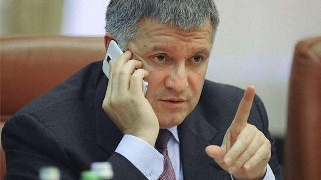 Суд дозволив НАБУ перевірити телефонні дзвінки Арсена Авакова