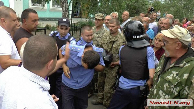На Миколаївщині за підозрою у жорстокому побитті затримали трьох поліцейських
