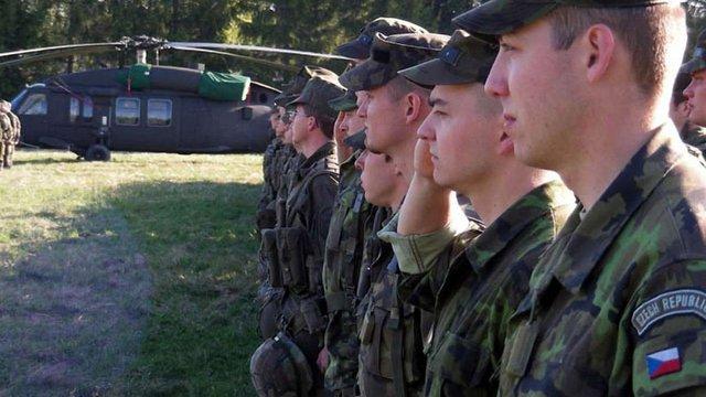 Прем'єри Угорщини і Чехії закликали до створення спільної армії ЄС