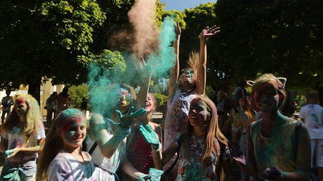 У Парку культури провели фестиваль фарб