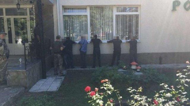 Поліція розповіла подробиці затримання кримінальних авторитетів на похороні «злодія в законі»