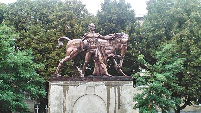 Перший в Україні пам'ятник ветеринару відкрили у Львові