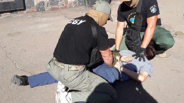На Житомирщині на хабарі викрили слідчого поліції