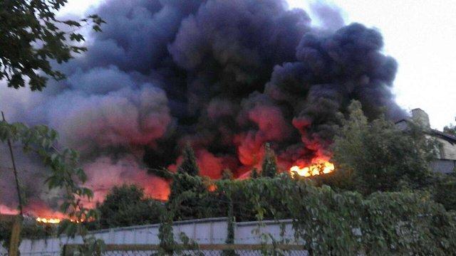 У Львові згоріла будівля колишньої військової частини