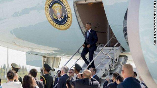 У Китаї президентові США забули подати до літака трап і не постелили червону доріжку