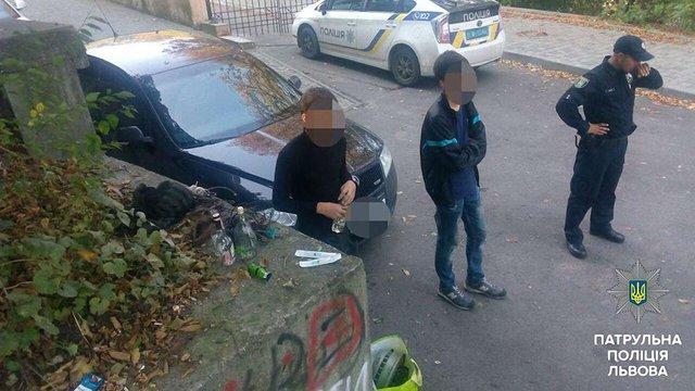 Крадії металу на відкритому вогнищі у Львові переплавляли кабелі