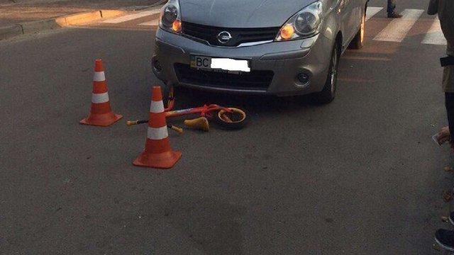У Львові двоє дітей на велосипедах потрапили під колеса авто