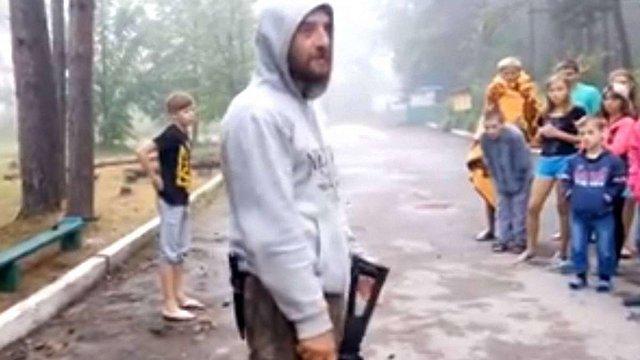 У дитячому таборі на Тернопільщині вихователь вистрелив у хлопчика з пневматичної зброї