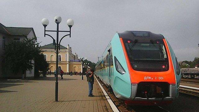 Міністр інфраструктури пообіцяв запустити швидкісні поїзди між Львовом і Чернівцями