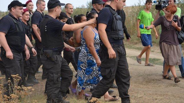Роми погрожують селянам помстою за розгромлені будинки на Одещині