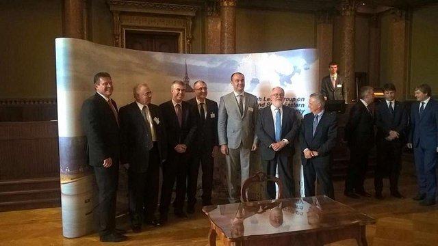 Україна підписала договір про «газовий коридор» з Грецією, Болгарією та Румунією