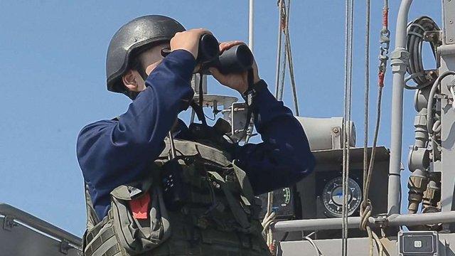 Українські катери відігнали корабель ВМФ РФ від морського кордону