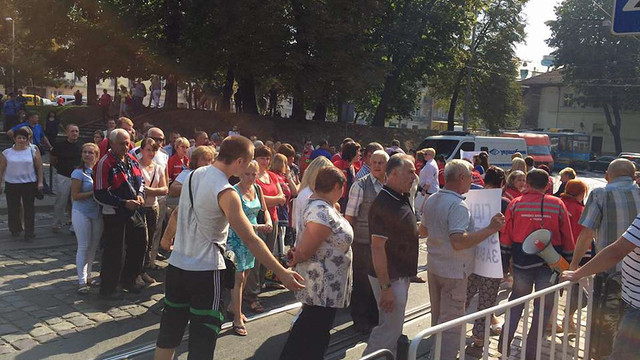 Львівські медики перекрили рух вулицею Підвальною