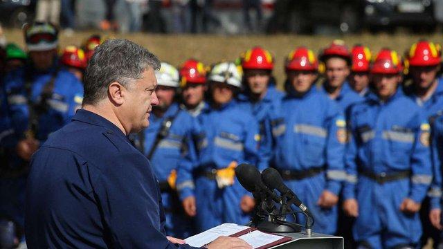 Президент затвердив нову символіку ДСНС і анонсував зростання зарплат рятувальників