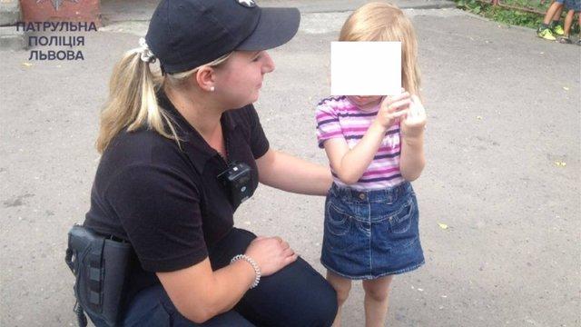 У Львові патрульні повернули додому дітей, які загубилися